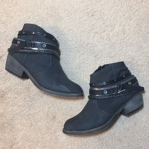 SO Buckle & Chain Black Ankle Booties